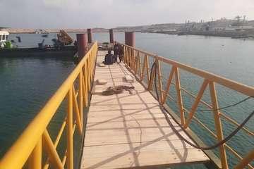 دومین فروند اسکله فلزی در جزیره هنگام نصب شد / ارتقاء سطح ایمنی و تفکیک مسیر ورود وخروج گردشگر به جزیره با بهرهبرداری از این اسکله
