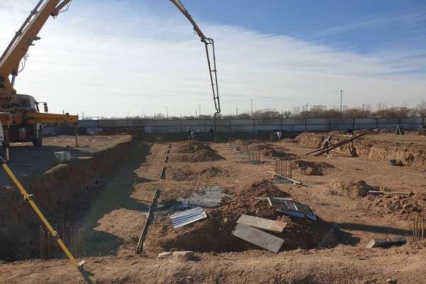 پروژه احداث سوله ورزشی شرق بلوار باهنر آغاز شده است