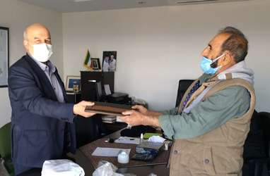 لوح سپاس معلم طبیعت ایران به رییس سازمان حفاظت محیط زیست اهدا شد