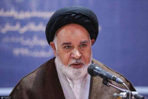 انقلاب اسلامی توجه دنیا را به خود جلب کرده است