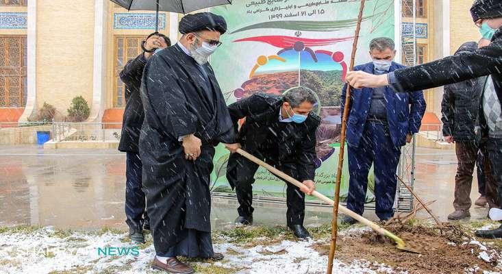 برگزاری آیین درختکاری در محوطه مصلی اعظم امام خمینی