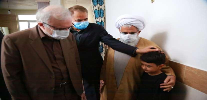 ادای احترام وزیر بهداشت به شهدای محیطبان