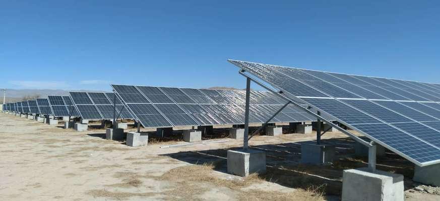 نیروگاه خورشیدی یک مگاواتی چناران در خراسان رضوی به بهرهبرداری رسید
