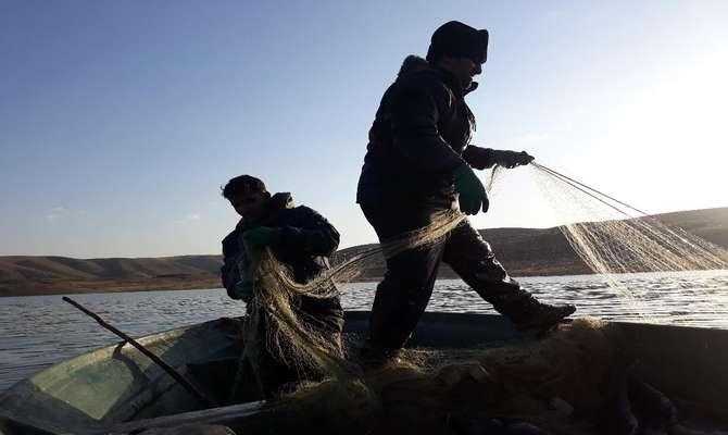 ممنوعیت صید ماهی در دریاچه سد زاینده رود