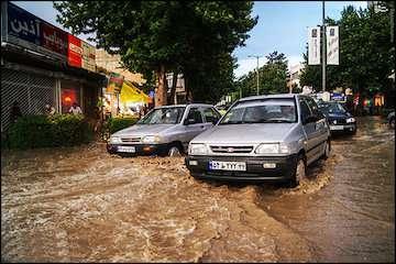 احتمال بالا آمدن ناگهانی آب در رودخانهها و آبگرفتگی معابر/ خطر صاعقه و برقگرفتگی در ارتفاعات