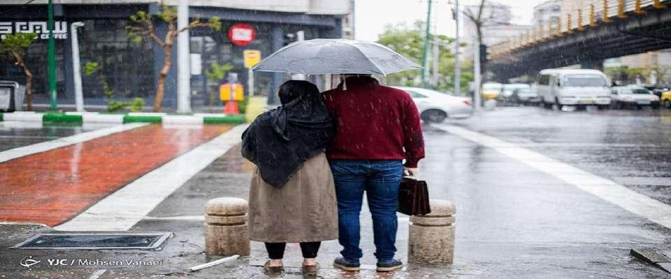 رگبار باران و بارش تگرگ در برخی استانهای کشور/ وزش بادهای لحظه ای در تهران تا روز شنبه