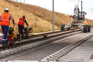 انجام ۵۶۰۰۰ آزمایش فنی و مهندسی در پروژه راهآهن میانه- اردبیل/ تاثیر فوقالعاده احداث راهآهن اقلید-یزد در انتقال بار از جاده به ریل/ پیشرفت فیزیکی ۸۸ درصدی راه آهن یزد- اقلید/ ابهام در هدفگذاری تامین مالی ۲۰۰ هزار میلیارد ریالی زیرساختهای مهم حملونقل