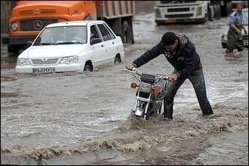 هشدار نسبت به آبگرفتگی معابر و بالاآمدن آب رودخانهها و مسیلها در استانهای پربارش/احتمال بارش تگرگ در مناطق کوهستانی و برخورد صاعقه