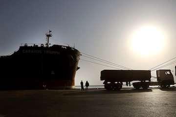 ورود کشتی به بندر امام(ره) با خدمه مبتلا به کرونای برزیلی صحت ندارد/ کشتی در لنگرگاه در خور موسی متوقف شده است