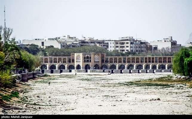 پیامدهای خطرناک خشک شدن زایندهرود و تالاب گاوخونی / کانونهای گرد و غبار و طوفانهای سرخ در اصفهان فعال شد