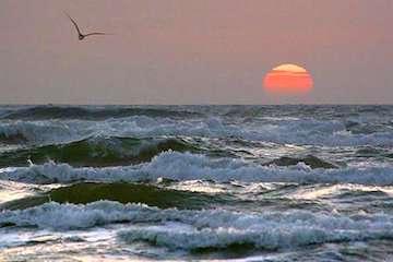 آسمان صاف و جو آرام تا پایان هفته/ رگبار و رعدوبرق در جنوب و جنوب شرق کشور/ دریای عمان مواج است