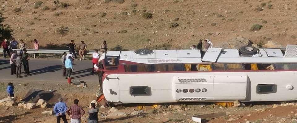 جزئیات سانحه واژگونی اتوبوس حامل خبرنگاران/ اتوبوس معاینه فنی داشته است
