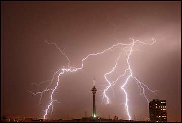 در ۵ روز آینده نیمه شرقی دریای عمان متلاطم میشود/ احتمال رگبار باران و رعد و برق در استانهای قزوین، البرز، تهران، سمنان و اصفهان