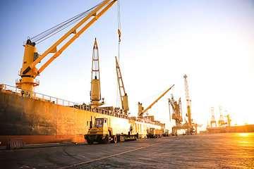 پهلوگیری پنج فروند کشتی حامل کالاهای اساسی و نهادهای دامی در بندرشهید رجایی طی روزهای آینده / ورود چهار کشتی حامل ۲۷۶ هزار تن گندم در هفته نخست مهرماه