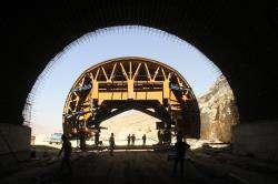 تونل های در حال ساخت نیایش پروژه بزرگراه شهید سلیمانی
