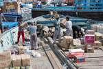 ترخیص کالاهای ته لنجی ملوانان آبادانی آغاز شد