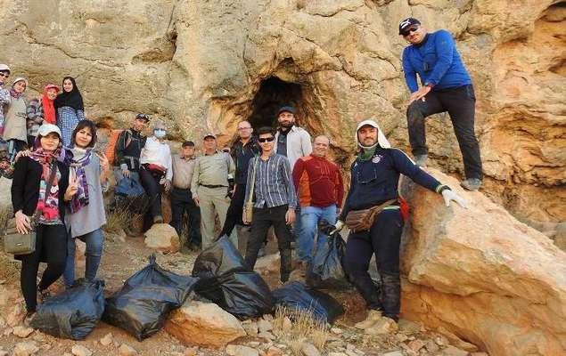 به مناسبت روز جهانی غار پاک؛ پاکسازی دو رشته غار در منطقه شکار ممنوع ستبله فریدونشهر