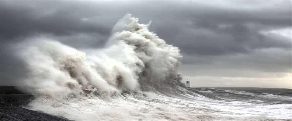 وقوع طوفان در سواحل مکران/ تشکیل کمیته بحران برای جلوگیری از وقوع حادثه