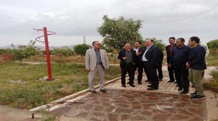 بازدید فرماندار و مسئولین شهرستان دلیجان از روستای دو دهک