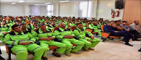 رونمایی از لباس جدید کارگران خدمات شهری شهرداری نجف آباد