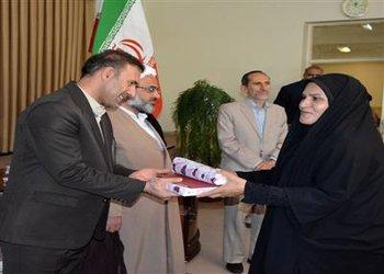مسئول روابط عمومی شهرداری و شورای اسلامی بروجن به عنوان روابط عمومی برتر شهرستان معرفی شد