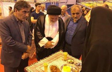 بازدید امام جمعه محترم دامغان از جشنواره غذا با پسته در جشنواره ملی پسته