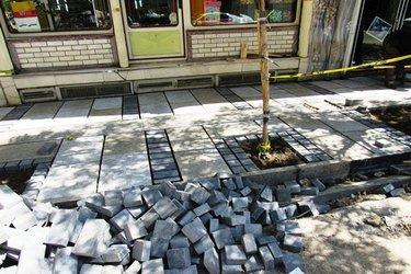 شروع عملیات اجرایی پروژه پیاده رو سازی خیابان امام خمینی (ره) از نوع سنگ گرانیتی