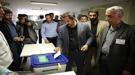 حضور شهردار برای شرکت در انتخابات نظام مهندسی در دانشگاه تبریز