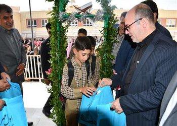 بیش از یک هزار و ۵۰۰ بسته لوازم التحریر در مدارس شهرکرد توزیع شد