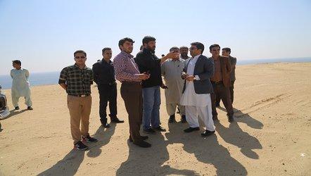 بازدید شهردار بندر چابهار به همراه کارشناسان از مسیر  اجرای  پروژه راه آهن