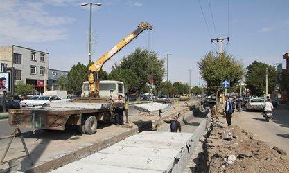 پیشرفت اجرای پروژه جمع آوری آبهای سطحی خیابان امام خمینی(ره)