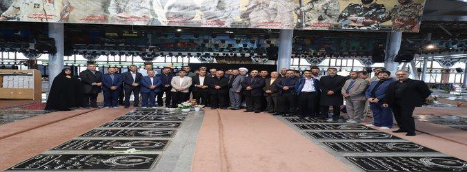 گل افشانی گلزار شهدا توسط اعضای شورای اسلامی شهر رشت با حضور شهردار منتخب