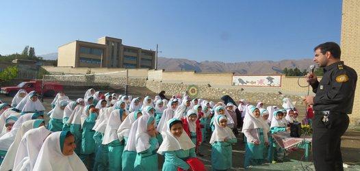 ارائه آموزش اطفاء حریق به دانش آموزان دبستان دخترانه شهید سجادی