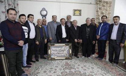تجلیل از پیشکسوت ورزش کشتی کشور توسط مدیریت شهری مشهد