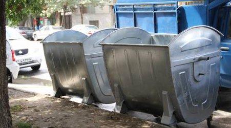 با اختصاص مبلغ ۷۰۰ میلیون ریال ، سطلهای زباله فرسوده و قدیمی سطح شهر تعویض شد.
