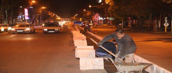 روابط عمومی منطقه دو: اجرای رفیوژ میانی و کفپوش پیاده روی خیابان بیستون
