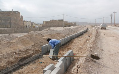 آغاز عملیات زیرسازی و ادامه جدول گذاری بلوار حدفاصل میدان امام رضا(ع) به جاده منشاد
