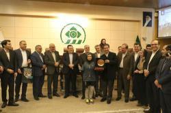 نشان سفیران کتاب استان فارس به ۳ نفر از شهروندان اهدا شد
