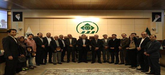 همزمان با تجلیل از استاندار سابق فارس، سفیران کتاب ۹۷ در شورای شهر شیراز معرفی شدند