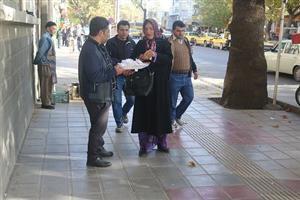 توزیع نقل و شیرینی به مناسبت آغاز هفته وحدت توسط  پایگاه مقاومت بسیج خاتم الانبیاء (ص) شهرداری سنندج