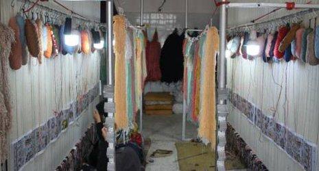 گوشه ای از صنعت قالی بافی چناران از نگاه دوربین