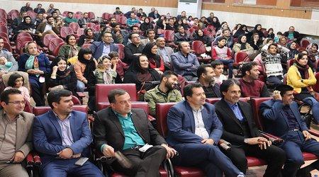 تجلیل شهرداری میانه از سالار پویان برای کسب مقام نخست عکاسی