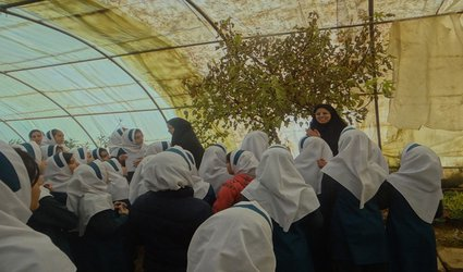 بازدید دانش آموزان از فعالیت های گلخانه شهرداری ابهر