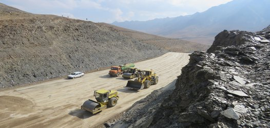 اجرای عملیات زیر سازی پروژه کنار گذر شرقی