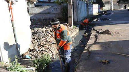 لایروبی کانال های سطح شهر توسط نیرو های خدمات شهری