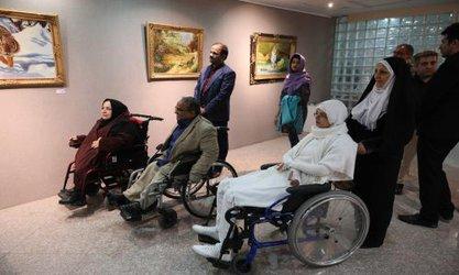 """نمایشگاه """"فروغ زندگی"""" در نگارخانه شهر افتتاح شد"""