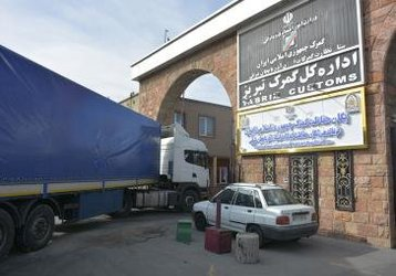 ورود و خروج کامیونها به اداره کل گمرک ساماندهی می شود