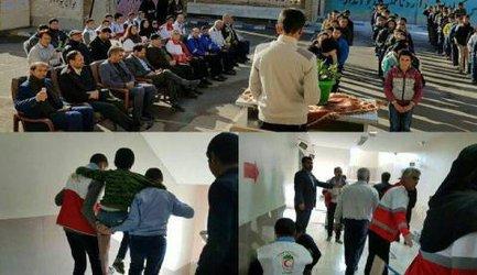دانش آموزان چنارانی سطح دانش خود را در مواجه با زلزله ارتقا دادند.