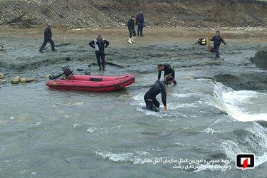 با حضور معاونت خدمات شهر شهرداری رشت/ غواصان آتش نشان در جستجوی فرد مفقود شده سیل فومن