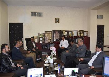 رئیس کمیته امداد حضرت امام (ره) با حضور در شهرداری از کارکنان خیر طرح اکرام محسنین تقدیر نمودند.